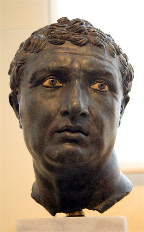File:1415 - Archaeological Museum, Athens - Bronze