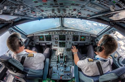 25 Awesome In-Flight Photos Taken by Pilots from the
