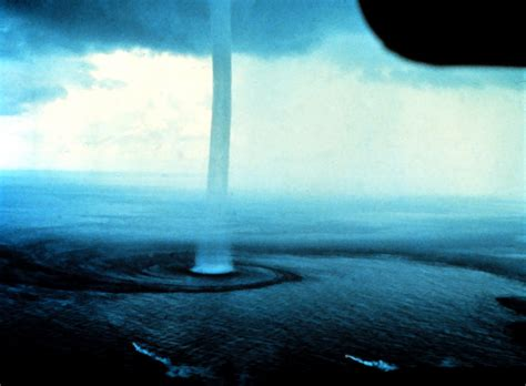 Waterspouts or Water Tornadoes | New Stylish Wallpaper