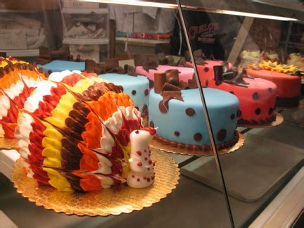 Tourists flock to the 'Cake Boss' Bakery in Hoboken for