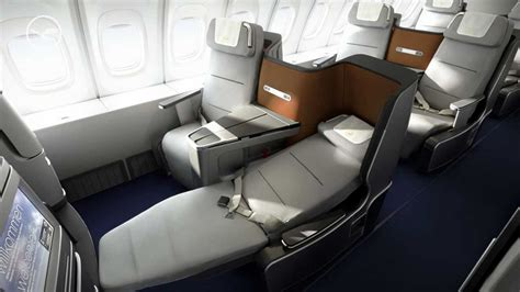 New Lufthansa Business Class (747-8 in this video) - YouTube